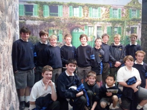 Year 7 students stand outside Monet's house.